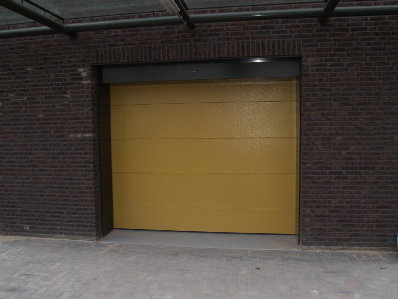 burglar-resistant-overhead-doors-stroe